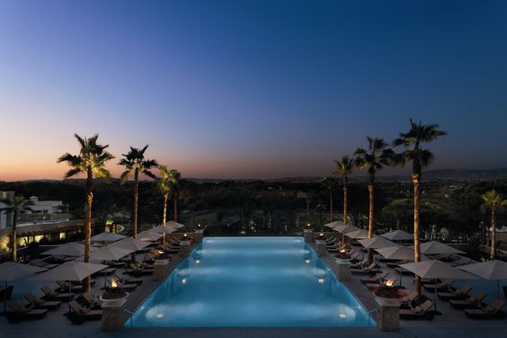 The Conrad Hoel  in the Algarve,  Eurostars Rio Douro – Castelo de Paiva, and Memmo Alfama – Lisbon, in Portugal have some of the best infinity pools on the Iberian Penisula according to Trivago.   El hotel Conrad Algarve tiene una de las infinity pool más impresionantes de Portugal.