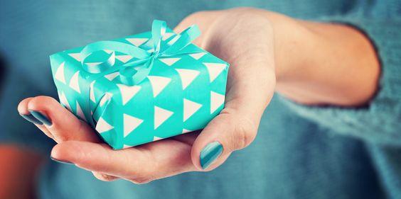 Подборка от E-xpedition: 25 прикольных подарков на 8 Марта - http://lifehacker.ru/2015/03/04/25-podarkov-na-8-marta/