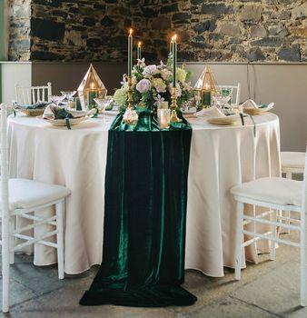 Velvet Table Runner In 2020 With Images Green Themed Wedding