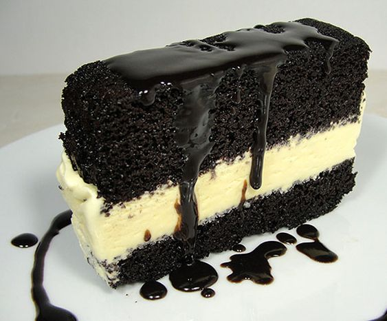 Does this not look like the Bob's Hot Fudge Cake?  Will make, minus making my own ice cream of course.    HCB: Ice CreamCake - Home - Sweetbites Blog