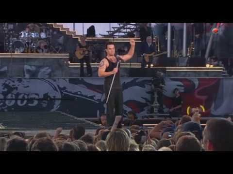 "Robbie Williams - ""Me and my monkey"" (Live @ Knebworth) <3 <3"