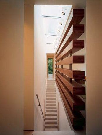 wohnideen flur und treppenraum mit glasdach und raumteiler aus holz hausideen pinterest. Black Bedroom Furniture Sets. Home Design Ideas