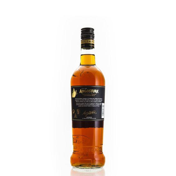 Süßer Newcomer, der bis 7 Jahre im Eichenholzfass reift Der Angostura Rum 7 Years Black Label wurde in den letzten Jahren mehrfach auf der internationalen Rum-Bühne ausgezeichnet. Nicht zuletzt, weil er durch seine starken Aromen einen einzigartigen Geschmack entfaltet. Der Angostura Rum 7 Years Black Label wird in Port of Spain, Trinidad abgefüllt. Er wird mit einem Alkoholgehalt von 40 % Vol. geliefert und ist in 0,7-Liter-Flaschen erhältlich.