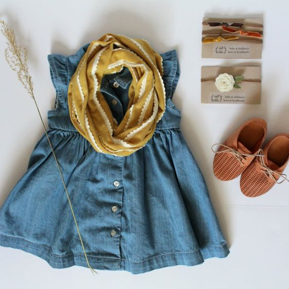 Perfect fall outfit for a little girl. Would be great for family photo session.