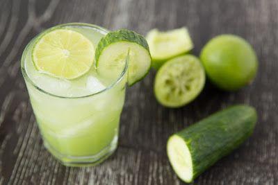 Nước ép dưa chuột một loại đồ uống làm giảm các cơn đau do gút gây ra.