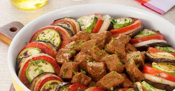 Um acompanhamento diferente para este cozido com coxão duro - ao invés de batatas ou arroz, aposte em um ratatouille feito com…