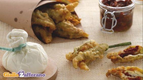 Fiori di zucca ripieni di burrata e pomodori secchi: