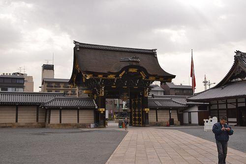 kyoto march Nishi Honganji was established in 1602 by the Shogun Tokugawa Ieyasu. Ieyasu split the main Honganji in Kyoto into two temples, Nishi Hongan-ji and Higashi Hongan-ji, in order to diminish the power of the Jōdo sect.[1] Nishi Hongan-ji is liste