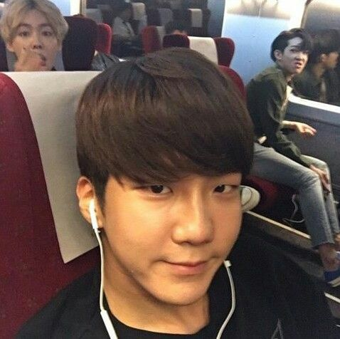 Seunghoon photo bomb!