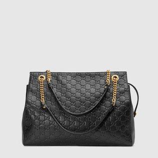 Soft Gucci Signature shoulder bag