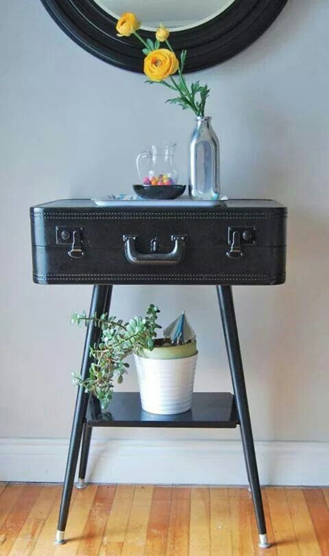 Suitcase sidetable! It only takes a trip to the thriftshop ans a lick of paint.