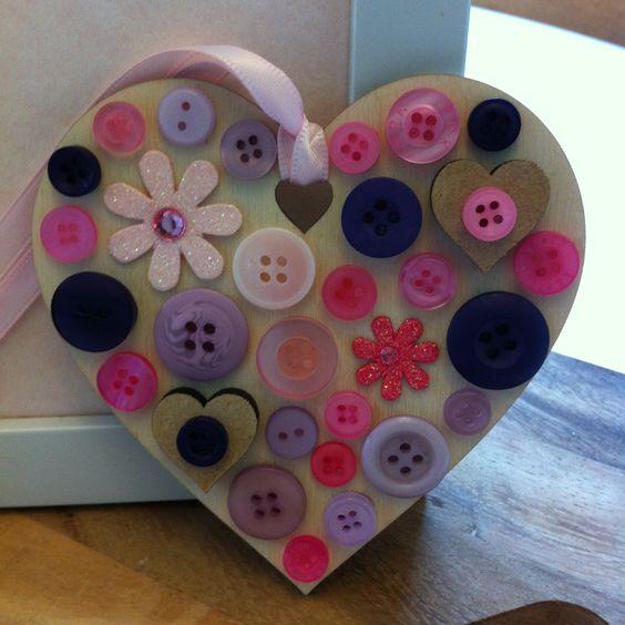Beautiful wooden button heart :0) www.facebook.com/PeaceAndIvy