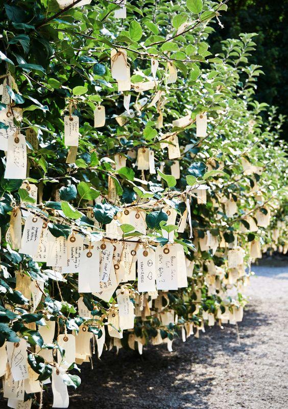 Wish Trees for Wanås von Yoko Ono erinnert an eintraditionellesjapanisches Brauchtum