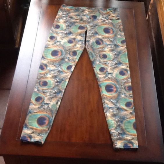 Online peacock yoga pants size medium Onside peacock yoga pants size medium, I cut the tag out of the pants because I hate tags, in excellent condition Onzie Pants Leggings