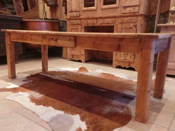 Table ancienne de ferme savoyarde au vieux parchet for Table ancienne de ferme