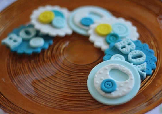 Baby shower fondant topper cute as a button von LesPopSweets