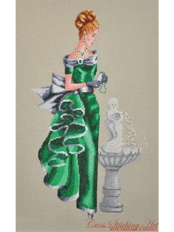 0 point de croix femme en vert a cote d'une fontaine - cross stitch lady in green next to a fountain