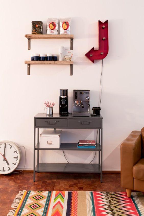 Einrichtungsprojekt Werbeagentur mit Deko an der Kaffeebar  im vintage Look