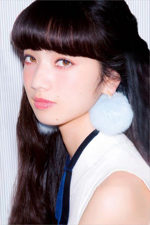 ぱっつん前髪の小松菜奈