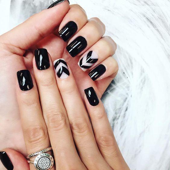 """""""Nails of the week - by @lucinhabarteli ! Now on the Blog! www.camilacoelho.com ----- Unhas da semana - e já está no Blog!!! Deu saudade dos designs haha…"""""""