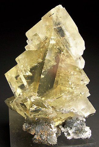Calcite crystal with Quartz and Laumontite crystals at the base /  Sambava, Madagascar / Mineral Friends <3