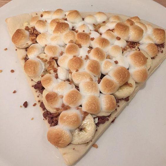 """Yummy chocolate pizza #chocolatelover #maxberner #delicious #wantmore"" Photo taken by @bhuvanabaskaran on Instagram, pinned via the InstaPin iOS App! http://www.instapinapp.com (09/11/2015)"