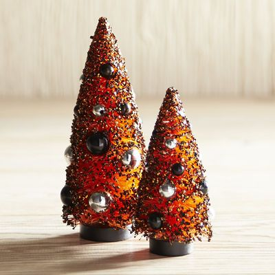 Heighten your Halloween decor with our handcrafted sisal trees. Adorned with festive ornaments, they're a simply bewitching addition to your entryway, console table or mantel.