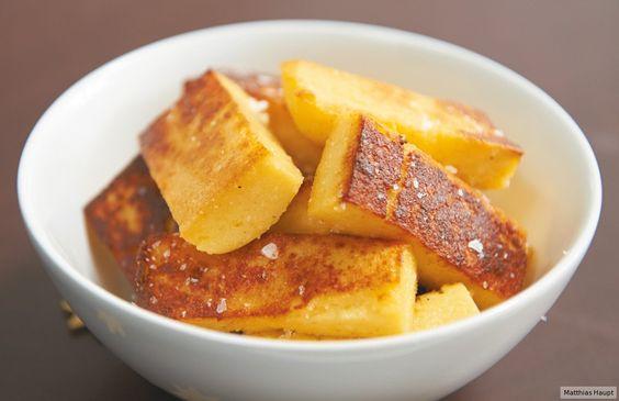 Parmesan-Polenta-Stifte werden in Öl gebraten zu Fritten de luxe und festlichen…