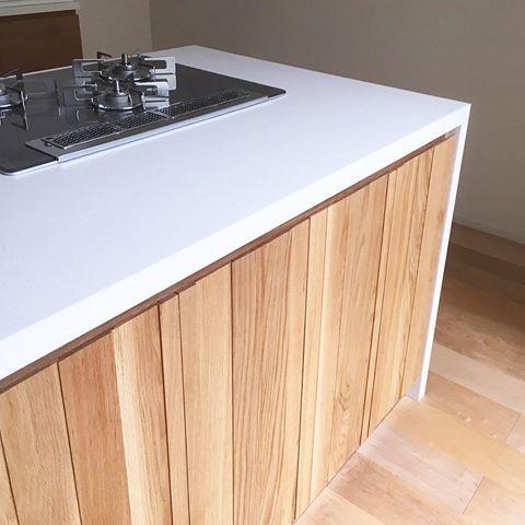 大阪府茨木市のお宅のキッチン 白い素材は人工大理石 高級感が
