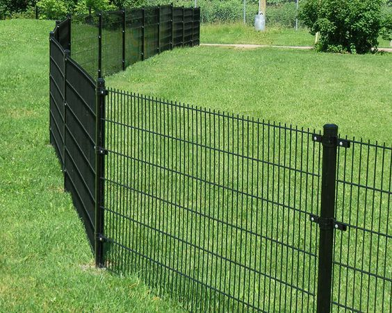 The Rigid And Contemporary Elite Fence System Provides A Truly Creative And Durable Alternative Dog Fence Temporary Fence For Dogs Garden Fence Panels