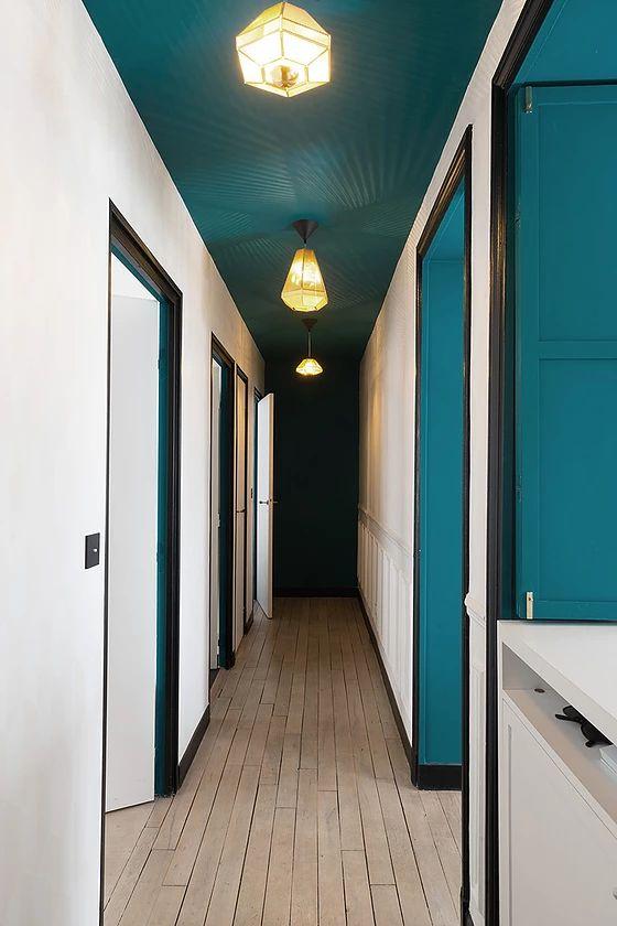 couloir avec plafond peint!