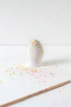 DIY| Paint Splattered Easter Eggs