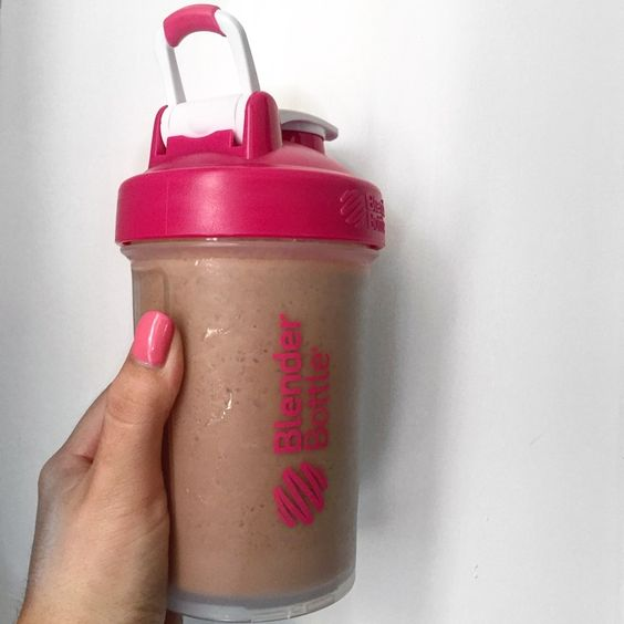 This is the best most simple recipe for peanut butter protien shakes!:
