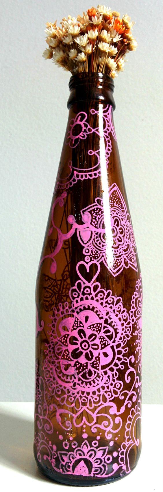 garrafa decorada, artesanato, decorated bottle, artwork, faça voce mesmo, arte, decoração, mandala, coração, rosa, posca, poscaarte, zenhttps://www.facebook.com/candebooarte https://instagram.com/candeboo/