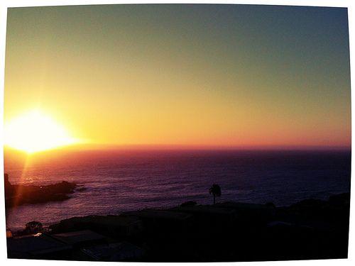 Apuntes y Viajes: El sol se esconde frente a la Piedra Feliz