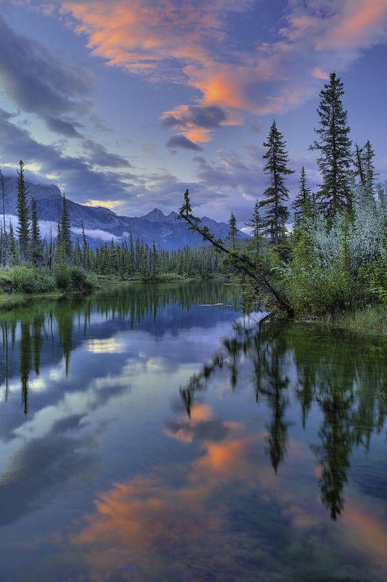"""Alberta, Canada @ """"Das trevas fez um manto em que se ocultou; escuridade de águas e espessas nuvens dos céus eram o seu pavilhão."""" Salmo 18:11"""