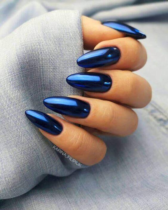 Uñas azules metalizadas