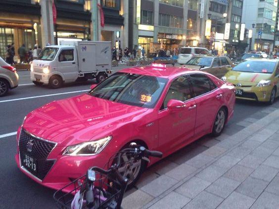 ピンククラウンのタクシー The Pink Crown