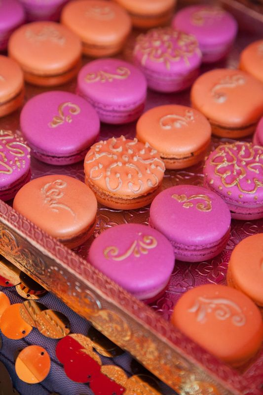 Love the mendhi style designs on these macaroons. would look cute in white with gold too.