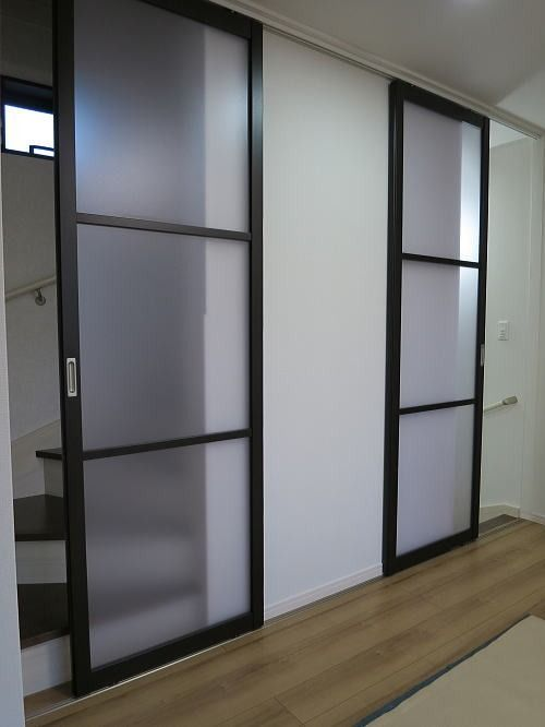 2階リビングの階段口に引き戸取付事例 東京都墨田区 リビング階段