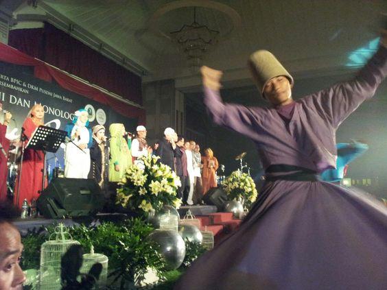 """Opick """"Maha Pemurah"""" Album Sahabat Sejati - Lagu Islami Opick Video Clip terbaru Opick http://youtu.be/iXa-jehnLQs"""