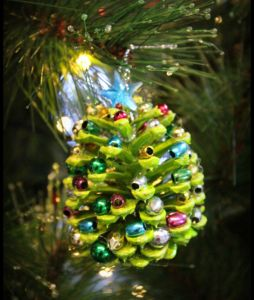 DIY Christmas ornaments made easy.