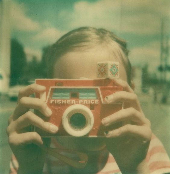 Hours of fun of pretend photography with the Fisher Price Changeable Picture Disc Camera.   For more on the iconic objects that have shaped our lives, please visit www.klokers.com.
