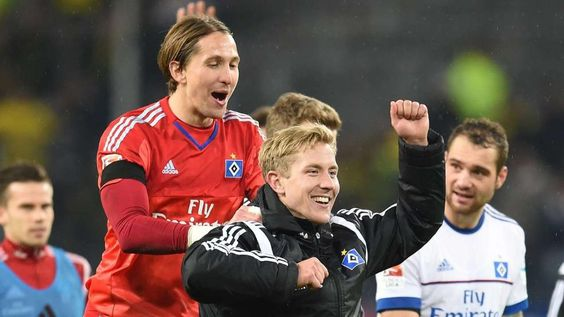 BILD-Reporter erlebte das 1. Fußball-Fest nach dem Terror - 3:1 #HSV vs #BVB or #Superman vs #Batman or #Labbadia vs #Tuchel lol http://www.bild.de/sport/fussball/hsv/hsv-dortmund-alle-infos-im-live-ticker-43481472.bild.html http://www.bild.de/bundesliga/1-liga/saison-2015-2016/spielbericht-hamburger-sv-gegen-borussia-dortmund-am-13-Spieltag-41763712.bild.html http://www.bild.de/sport/fussball/kai-feldhaus/erlebte-spiel-eins-nach-dem-terror-43491370.bild.html