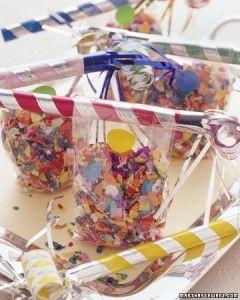 Saquinhos com confetes colorem a mesa e vão fazer a alegria na hora da virada!