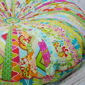 Very colourful patchwork poufe english instructions on - Ou trouver de la mousse pour faire des coussins ...