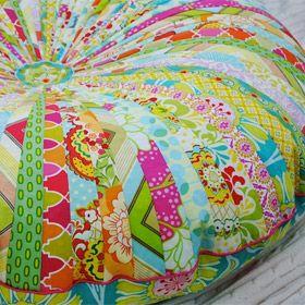 Very colourful patchwork poufe english instructions on - Ou trouver de la mousse pour faire des coussins ...