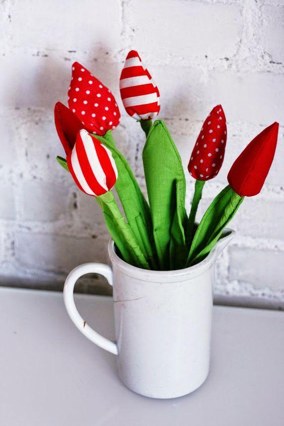 Wiosenne dekoracje do pokojów dziecięcych i do domów, czerowne tulipany, red tulips, tulipany z materiału