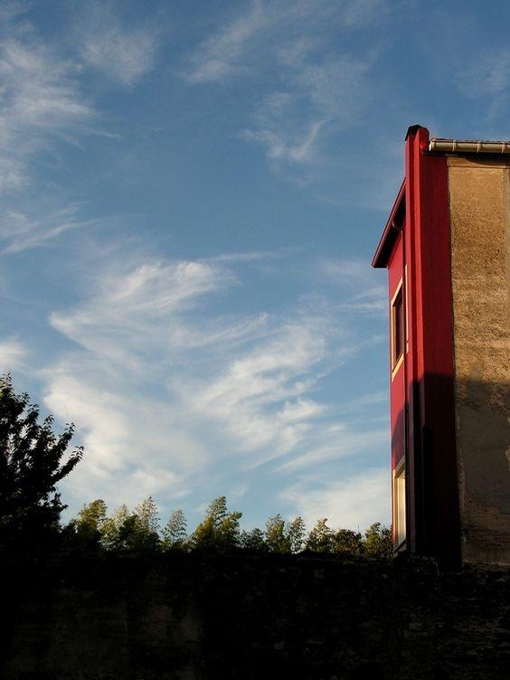 Vermello sobre azul by Jorge Lama on 500px