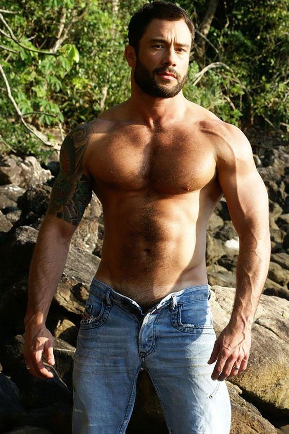 Ese macho alfa y al desnudo